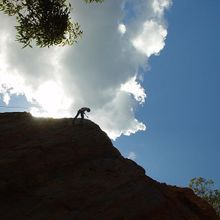 Man_climbing_on_mountain