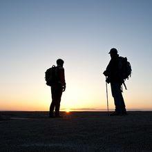 hikers-913273_640