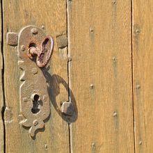door-lock-401714_640