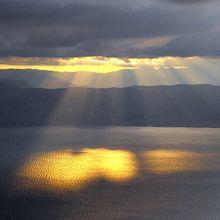 sun-rays-182170_640