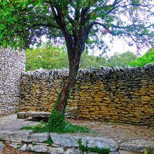 courtyard-985359_640