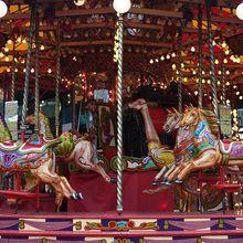 carousel-878782_640